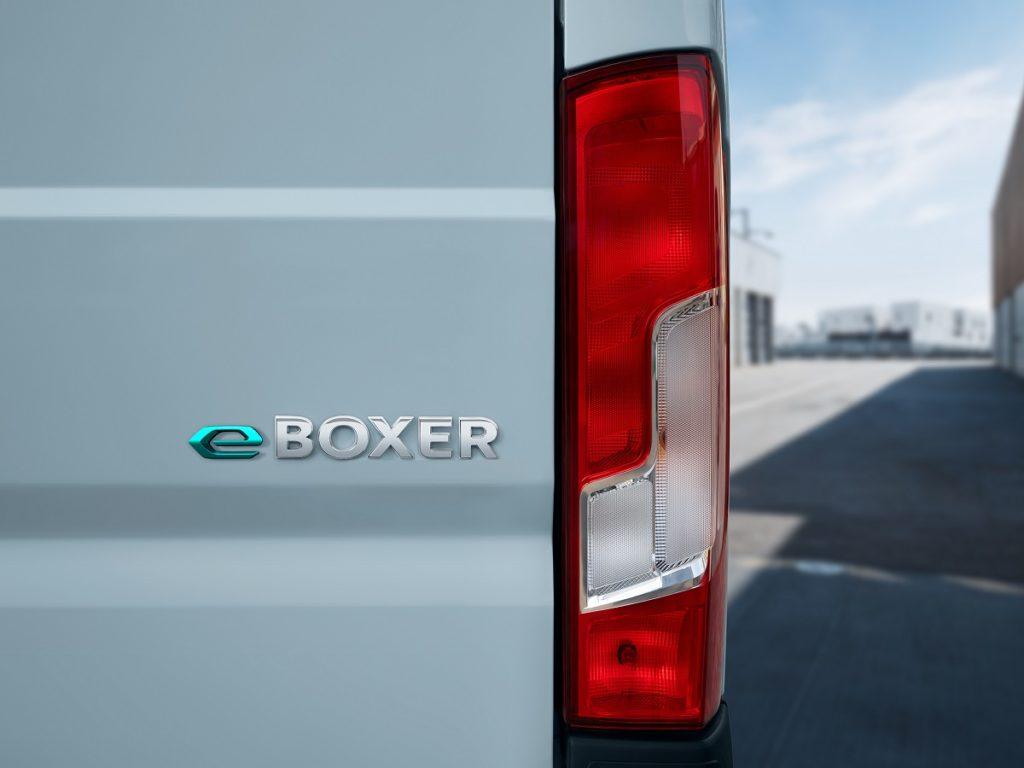 PEUGEOT e-Boxer: новий електричний універсальний фургон
